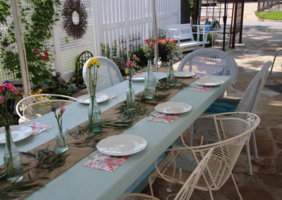 Flowers-on-Courtyard-Table3